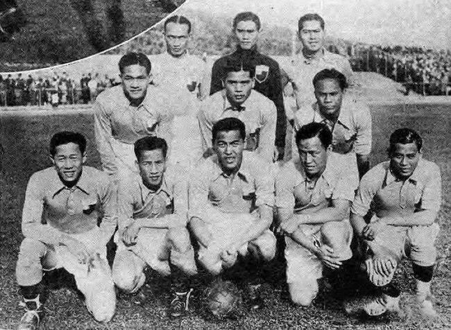 1936年奥运会,国足对阵英国队的阵容。前排中心为李惠堂,末了排右一为谭咏麟父亲谭江柏。