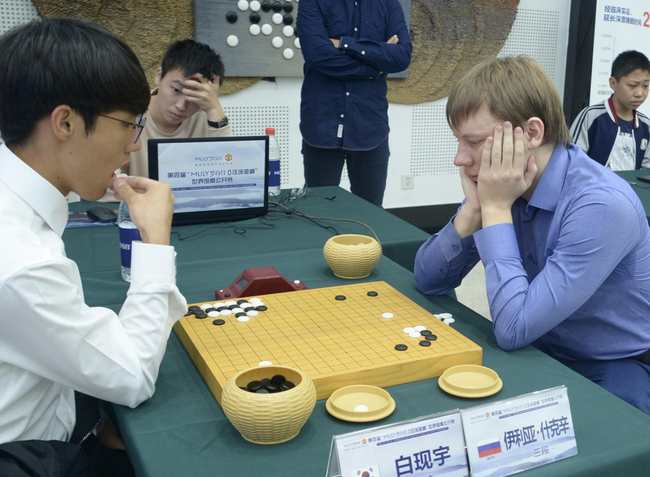 俄罗斯棋手伊利亚负韩国业余棋手白现宇