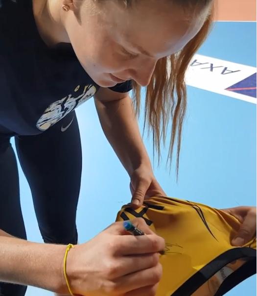 土耳其抗疫展示表白女排超新星 获赠专属签名球衣