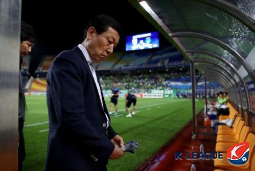 韩媒称崔康熙要留下得少拿75%薪水 球队预算也得减