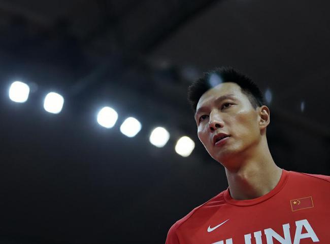 新华社:阿联的入选是中国男篮名单一大亮点