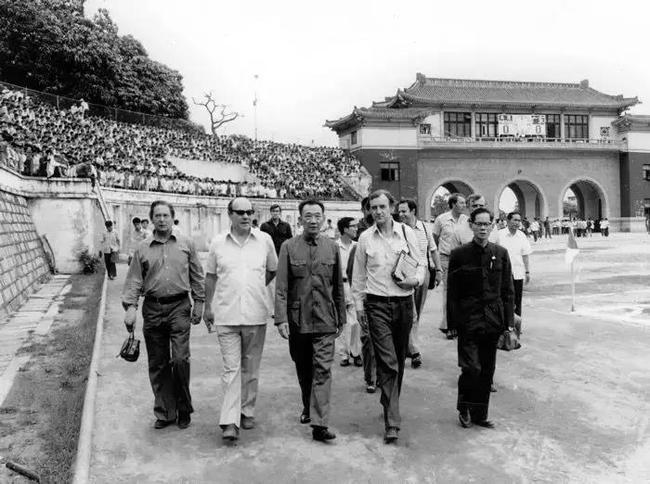 赵局长还记得40年前的西布朗? 足球世界不进则退