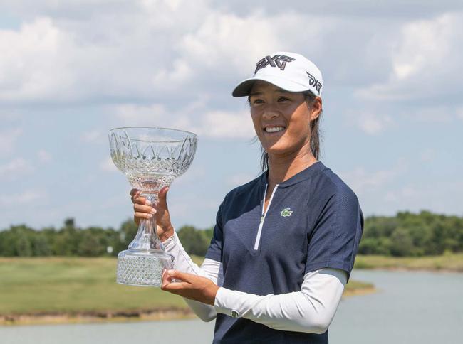 法国选手席琳-波蒂尔夺冠