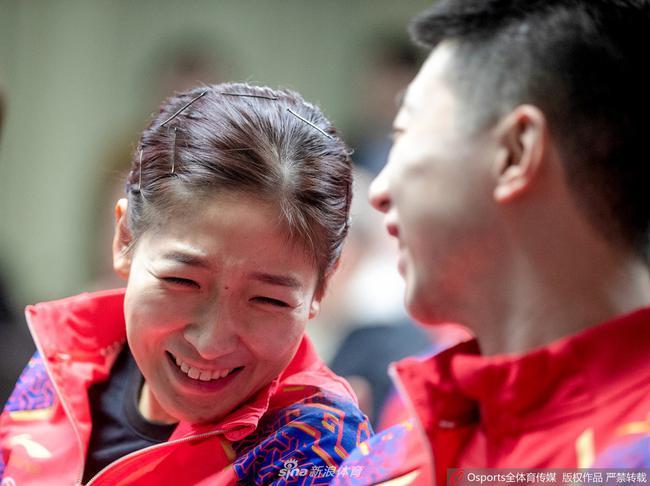 马龙、刘诗雯出席世界杯抽签仪式