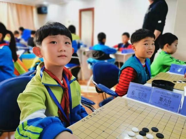 参加男子D组比赛的小棋手