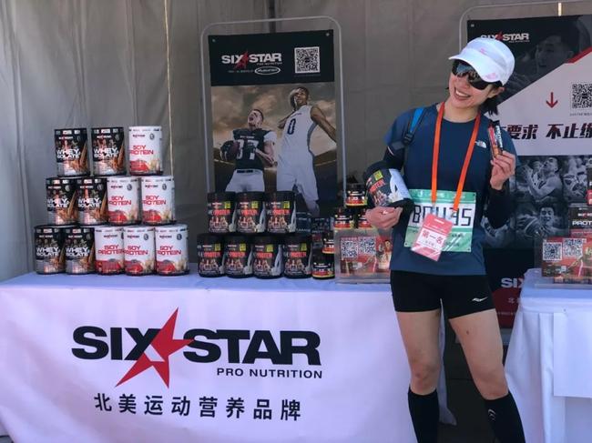 石砚秀获得女子组半程马拉松冠军(01:30:04)