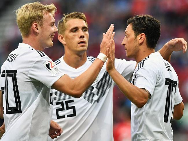 热身-厄祖头筹 诺伊尔遭德甲两将破门 德国1-2负