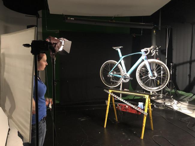 自行车是怎样炼成的? 新浪记者探顶级自行车工厂-领骑网