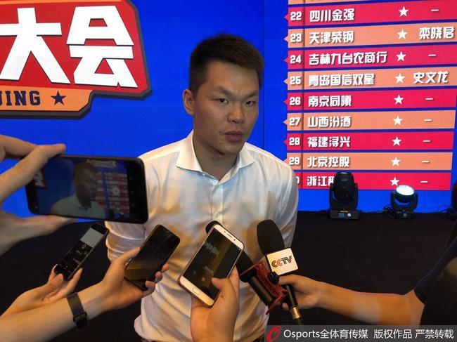 朱芳雨接受采访