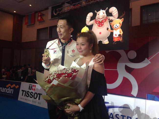 独家|香港剑客赛场求婚成功 一哥们比准新娘还激动