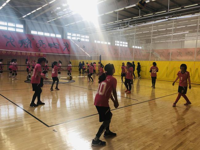 北京市中小学生排球冠军赛开战