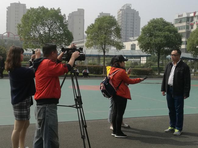 黄冈市一中领导批准媒体记者采访