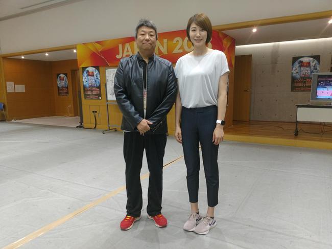 和日本TBS电视台记者前日本女排选手狩野舞子相符影