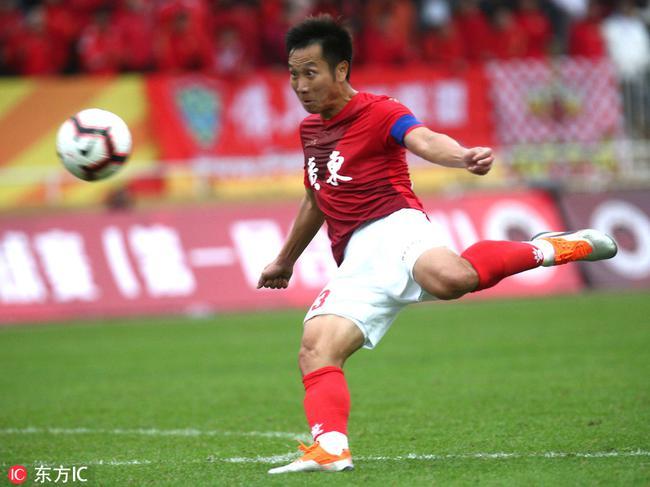 第41届省港杯首回合-老将卢琳传射广东2-1胜香港