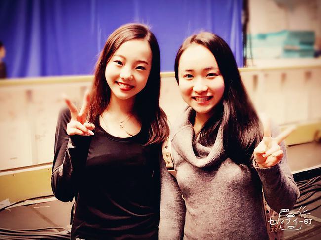 伊藤美诚(右)和花滑美女本田真凛