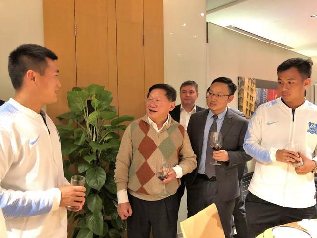 广州富力足球俱乐部董事长张生宴请俱乐部