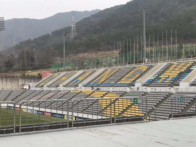 三百鲁蜜远征营造主场氛围 高票价影响韩国球迷