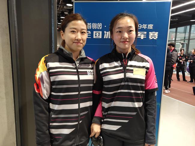 姜馨迪(右)、姜懿伦(左)