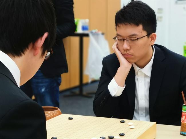 王泽锦杀进半决赛(图片来源:中国国家围棋队竞赛主管 马林)