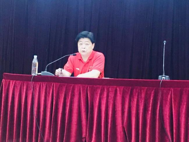 奥运冠军为中国举重队上励志课 吕小军:受益匪浅