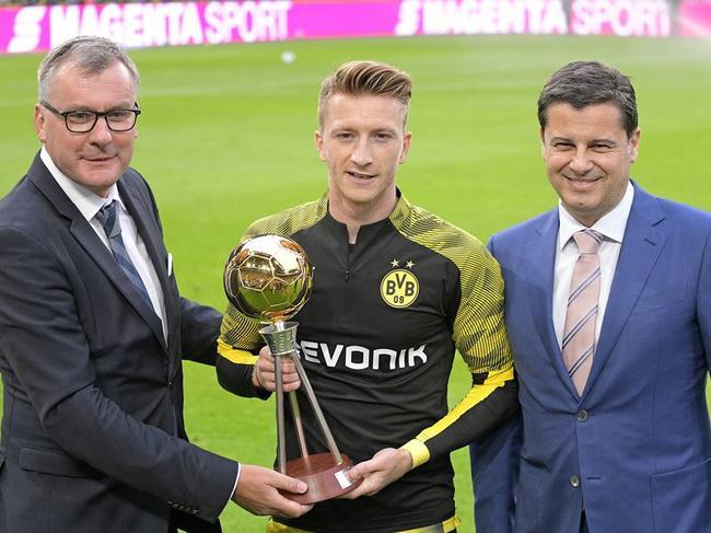 罗伊斯接受上赛季德甲足球先生奖项