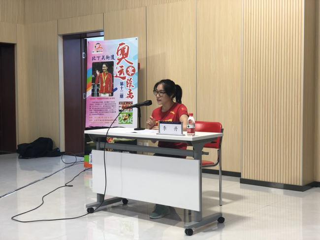 蹦牀世界冠軍李丹走進北下關街道