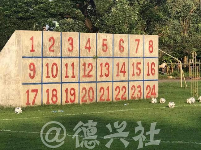 一面墙折射青少年足球竞训现状!从国青胜缅甸说起
