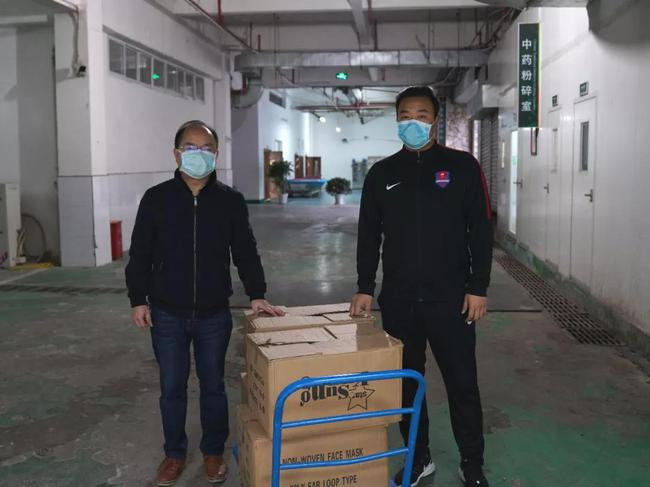 重庆当代力帆俱乐部向重庆捐赠医用外科口罩10000个
