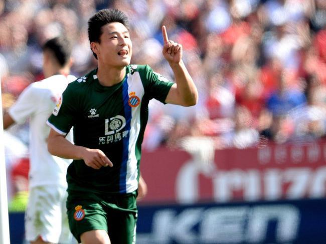 粤媒:中国足球已到最低谷 武磊进