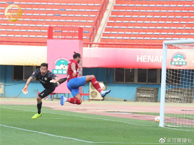 伊沃与恩师热身赛重逢 直言没他不可能来中国踢球