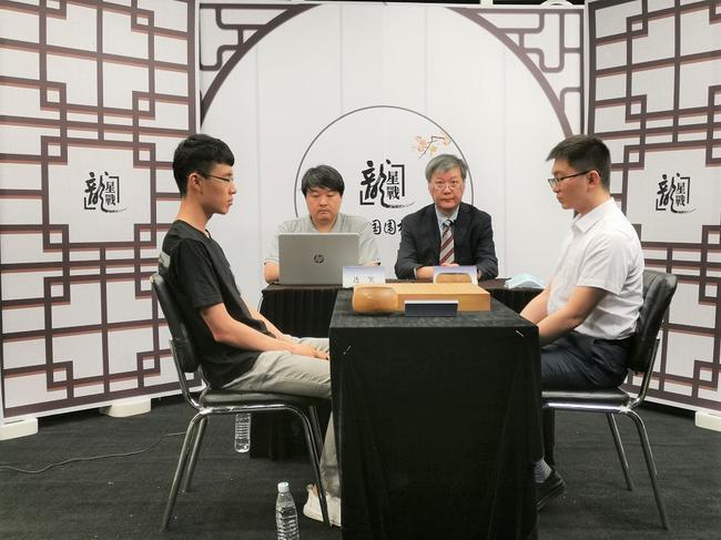 龙星战B组决胜局连笑胜杨鼎新 搭上四强末班车