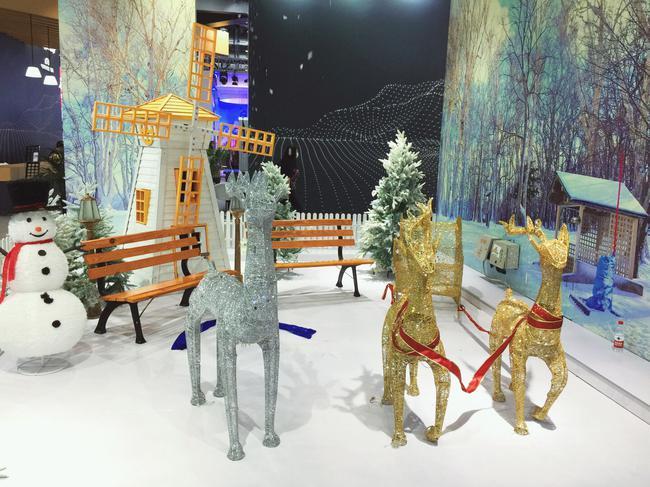铭星冰雪在冬博会打造的微型冰雪世界