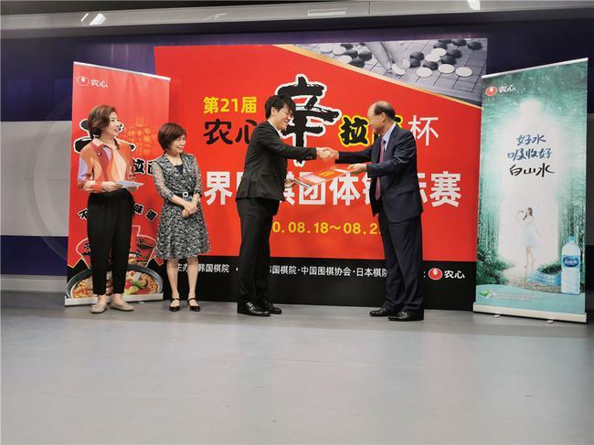柯洁刚刚代表中国队夺得了第21届农心杯