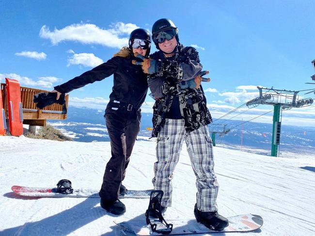 阿加西和格拉芙滑雪 儿女已成年自称是空巢老人
