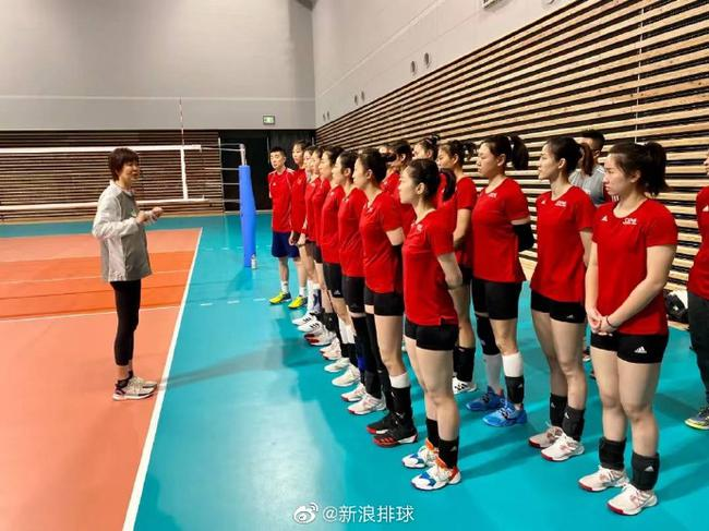 中国女排抵日第二天开练 日本排协秘书长亲自接待