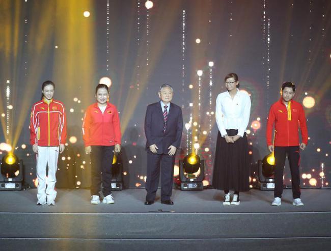 上海体育人唱响《吾和吾的故国》款待国庆