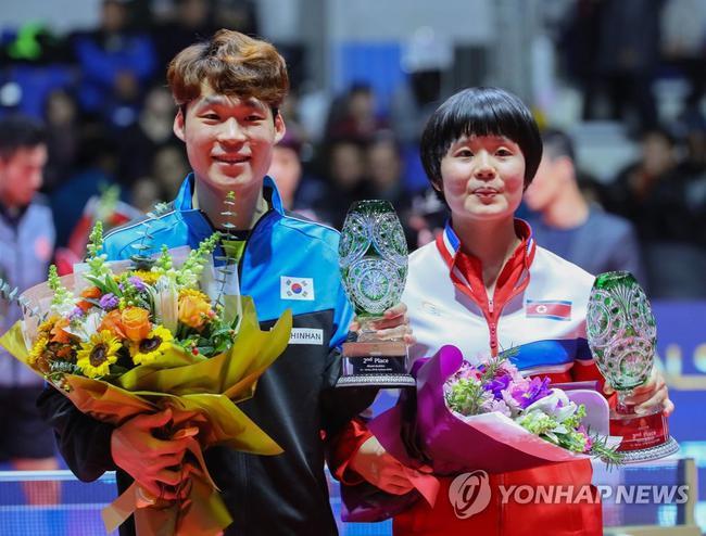 张宇镇(左)和车孝芯(韩联社)
