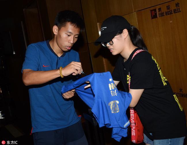 足协要求申花对周俊辰停薪停训 杜兆才亲赴上海