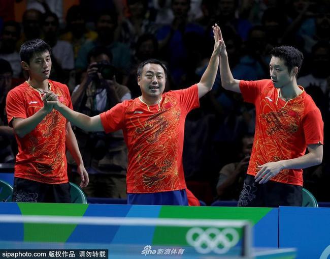 """乒乓球台使用与2016年里约奥运会相同被称为""""Les yeux blues""""的湛蓝色"""