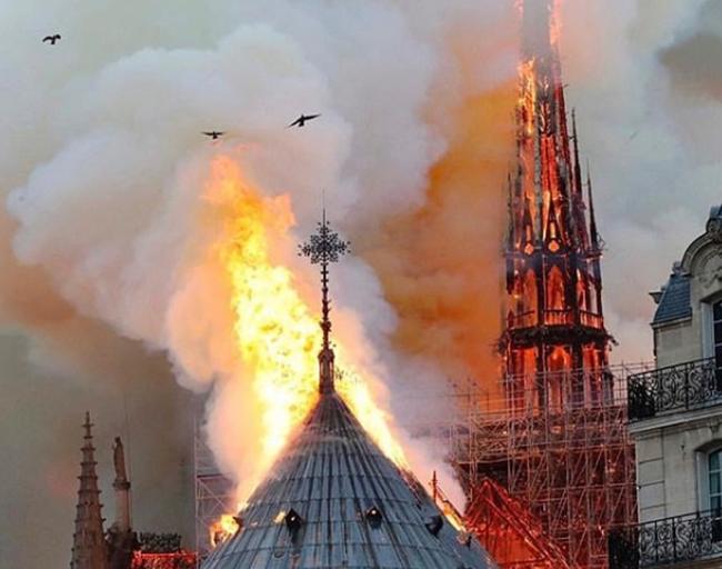 巴黎圣母院大火,震惊世界