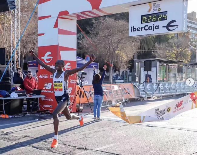 26分24秒!阿迪助力基普鲁托刷新路跑10公里纪录