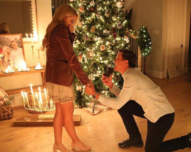 钱普向女友求婚
