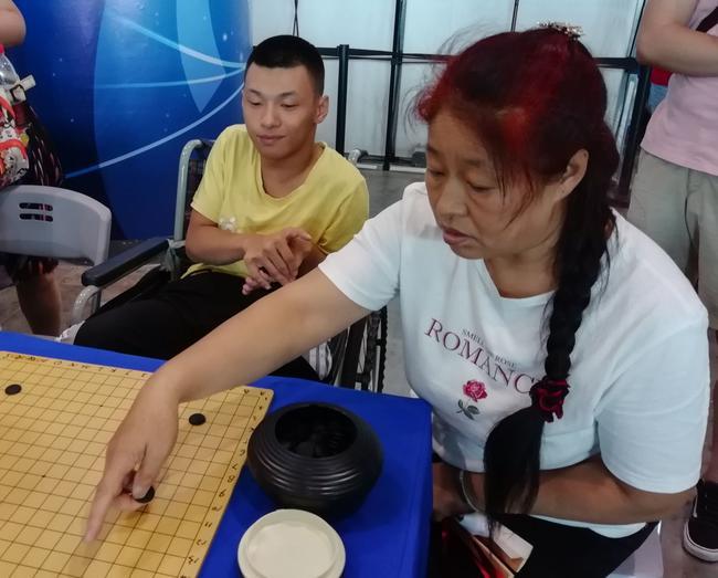 为脑瘫青年梦想助力 中国围棋大会传递温馨爱心