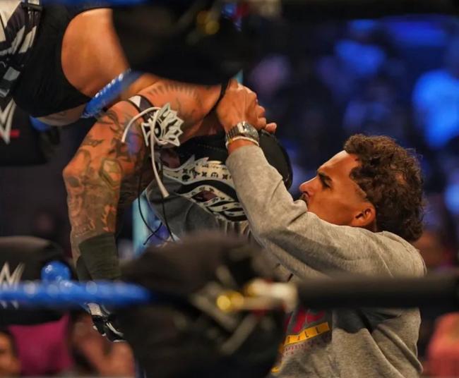 劇情需要!特雷楊觀看WWE比賽 被裁判驅逐
