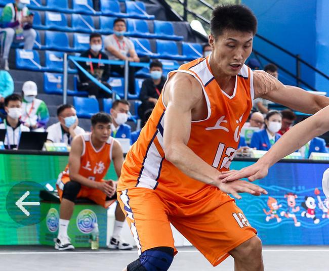 朱渊博独得9分13篮板 三人男篮上海挺进四强