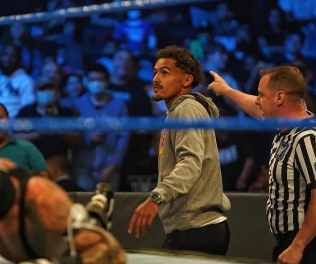 吹楊發布觀看WWE比賽照:紐約城 窩回來了!