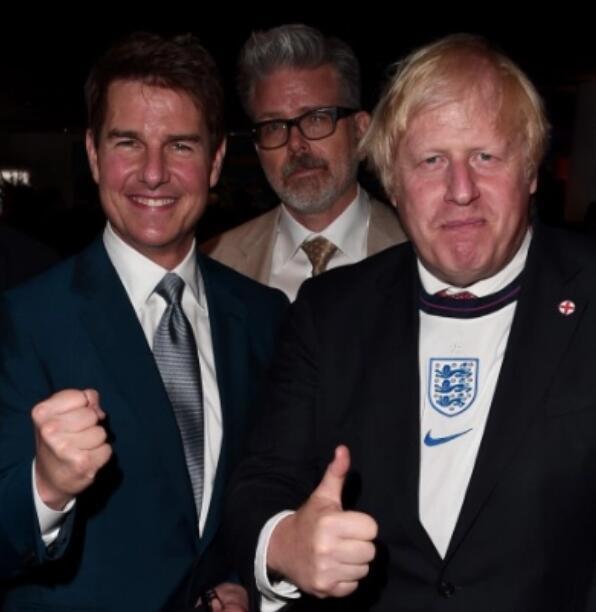 英格兰最帅球迷空欢喜:小贝阿汤哥一度欢庆进球