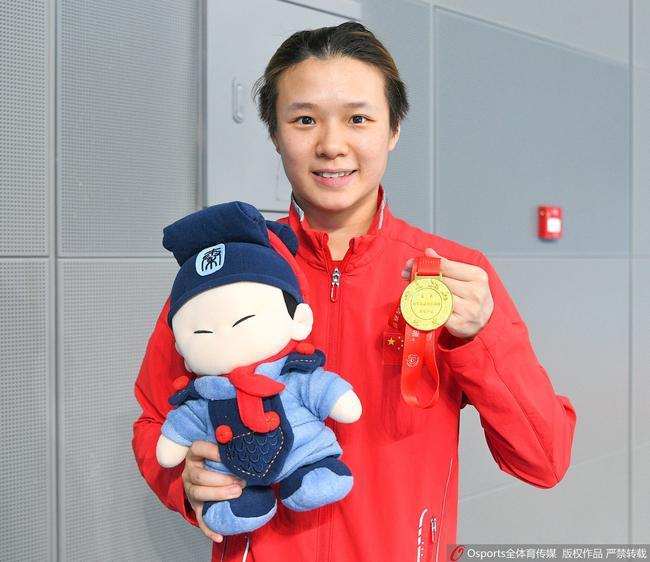 曹缘施廷懋分获中国跳水明星赛男女子3米跳板冠军