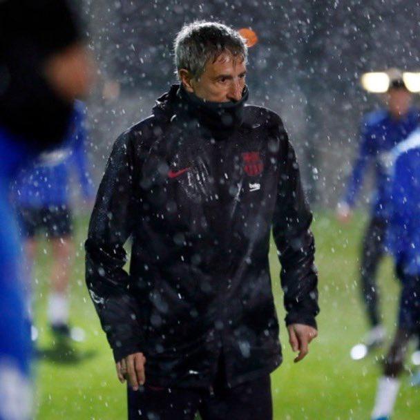 塞蒂恩带队雨中训练引起皮克不满:至少取消一次