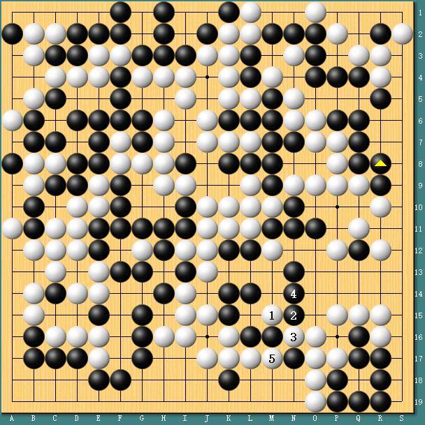 芮乃伟执白对阵李赫,白1靠犀利,目数先手便宜不少。